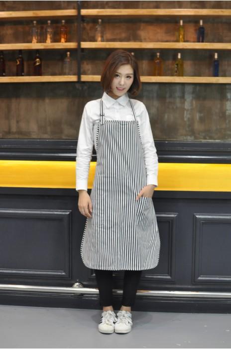 AP080  訂製度身圍裙款式   MODEL 模特展示 自訂條紋圍裙款式  黑白間條  製作餐飲圍裙款式   圍裙中心