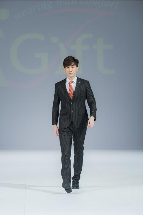 BS363  製造條紋男西裝  模特試穿 真人示範  設計條紋西裝套裝  來樣訂造西裝  男西裝供應商