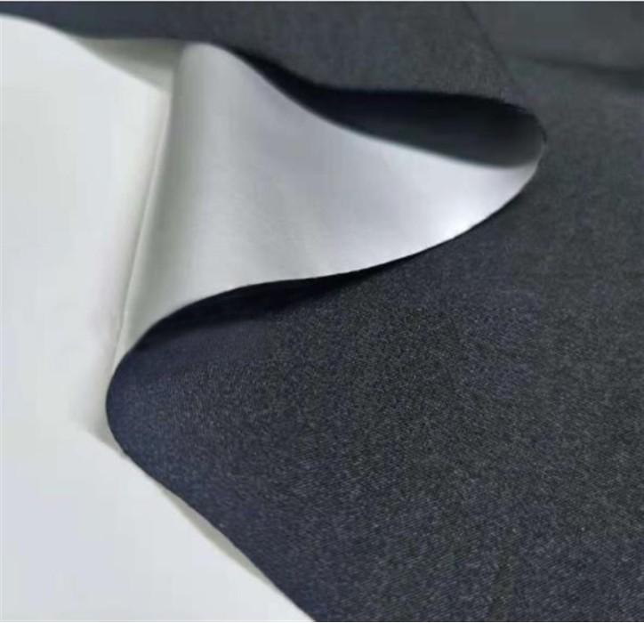 SZ-YF 牛奶絲四面彈復合銀膜 爆汗衫布料  成分:95%滌綸 5%氨綸 100D+40D 克重:210g
