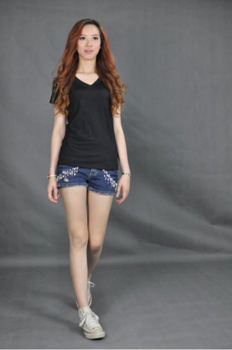 T534 專造V领女装T恤  真人試穿 模特示範 設計黑色t-shirt款式  專業訂製tee-shirt公司  T恤批發商HK
