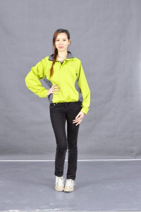 J484 休閒風衣 真人試穿 風褸經典款式 半胸拉鏈 風衣在線訂購 保暖薄外套 保 暖 薄 外套 風褸來樣訂做 風衣外套製衣廠 風衣外套哪買