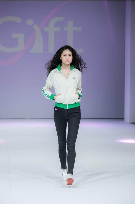 J769 訂購撞色風褸外套  模特試穿 真人展示效果  製造拉鏈外套  外套製造商