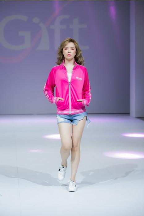 J770 來樣訂造外套  模特示範 真人試穿  大量訂造外套  網上下單外套  外套製造商