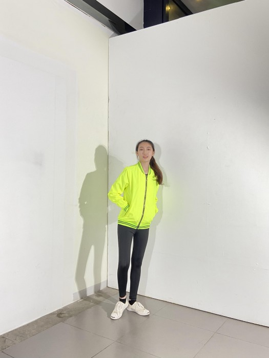 BD-MO-029 訂製休閒外套 模特試穿 設計熒光黃拼間條邊外套 風褸外套供應商