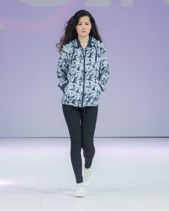 J476 全件印花風褸 模特展示 真人試穿  整幅印LOGO風褸 獨家款式風衣  度身訂製風褸 訂購獨特風衣 風衣供應商 風褸生產商HK