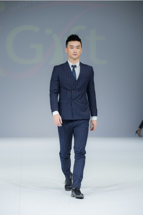BS361 訂購條紋西裝套裝  模特展示  真人示範  度身訂造男西裝套裝    設計男西裝套裝 男西裝製造商