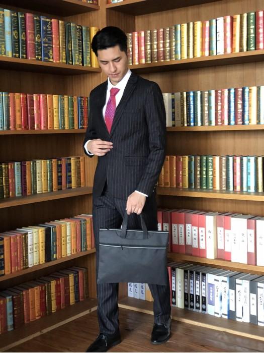 BD-MO-062  網上下單訂製黑色男西裝  訂製條紋單排釦男西裝   真人示範男西裝  男西裝製衣廠