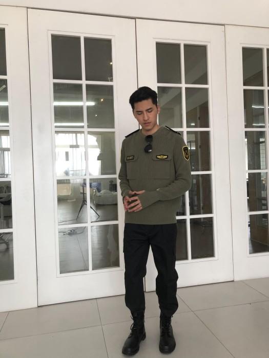 BD-MO-021  設計時尚墨綠色保安毛衣   訂做胸前有袋毛衣   真人試穿   模特示範   保安毛衣設計公司