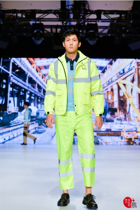 MDD006 真人試穿工業制服 模特展示反光雨衣 工作服hk中心
